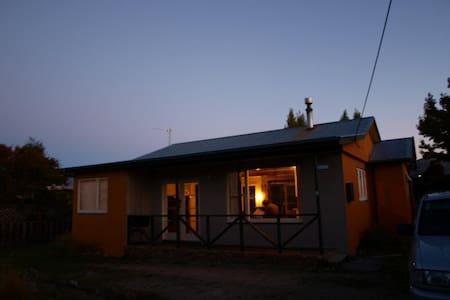 Traditional Kiwi Bach/Holiday Home - Ev
