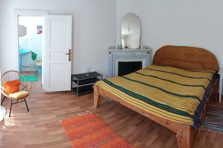 Nice calme room in a beautiful house - Donazac