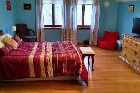 Private Second Flr, 2 Bedroom Suite - Haverford