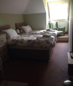 Large Southampton /new forest room - Netley Marsh