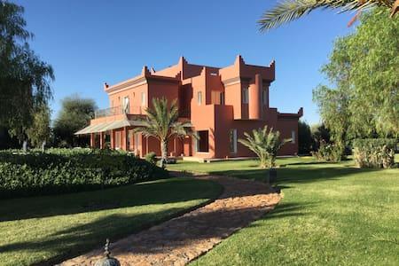 DAR ELMALAYCA ( MAISON DES ANGES), VILLA DE RÊVES - Dům