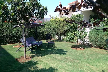 House with garden on the Athens Riviera - Ev