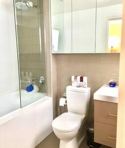 Nice Private Double Bedroom with Ensuite Bathroom - Saint Leonards