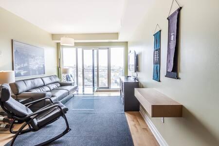 Elegant Downtown Condo w/ Parking - Apartment