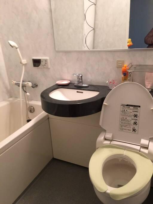 1樓浴室(有浴缸)