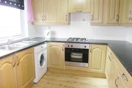 Bright & cosy room in town centre - Johnstone - Apartment