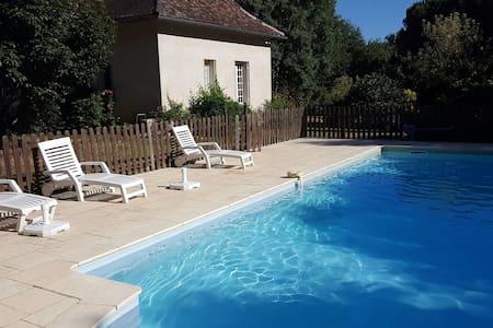 House with Pool bordering Dordogne - Hus