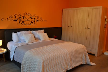 Cosy room,private bathroom&kitchen(Centre Bruges) - Brugge - Townhouse