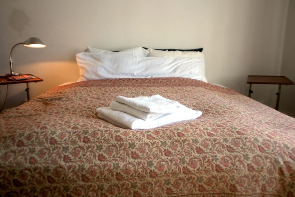 Bedlinen and towels comes fresh from the drycleaner and have that hotel smell. If you prefer a more homely smell, let me know and I can arrange that.