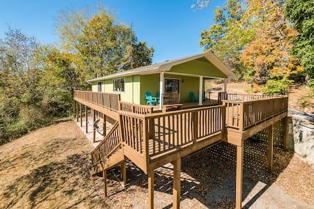 Lakeside Retreat-Bass House, lake, dock, fishing - Casa