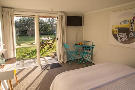 Inviting + private. Walk to shops. - Havelock North - House