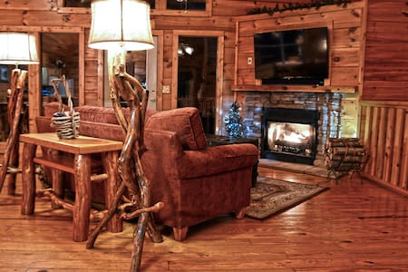 Spacious Cabin between Gatlinburg and Pigeon Forge - Sevierville - Cottage