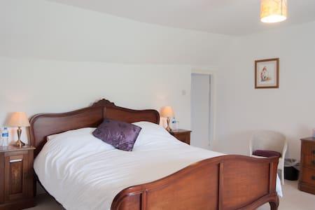 Lake Farmhouse - Hayloft bedroom - Sheepwash - Bed & Breakfast