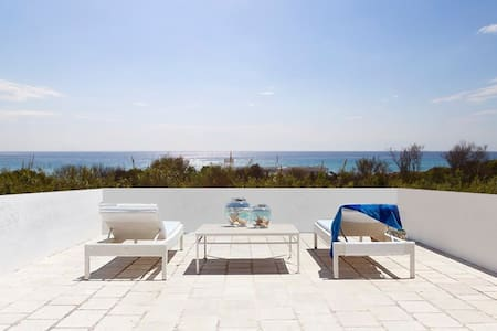 EXCLUSIVE BEACH-FRONT VILLA GALLIPOLI PUGLIA - Talo