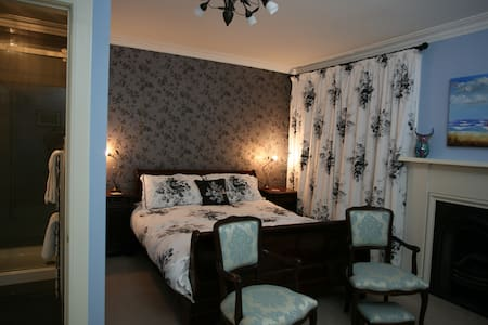 Kingsize bedroom with en-suite - Bed & Breakfast