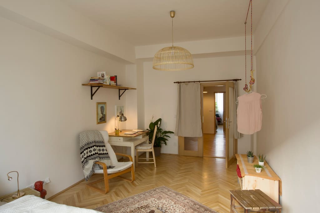 The bedroom is equipped in a minimalist but cosy style.