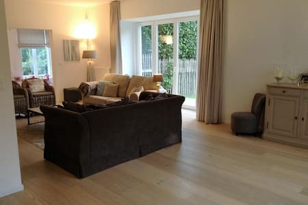 Confortable villa à 5 minutes de Bruxelles - Rhode-Saint-Genèse - Vila