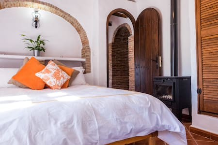 Serenity Holistic House Calm Room - Alfarnatejo - Bed & Breakfast