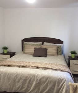 SuperKing bedroom in town near Reading RailStation - Reading - Szeregowiec