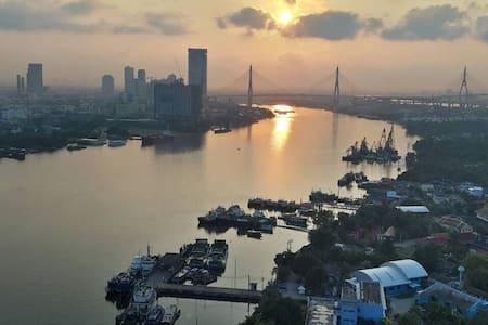 70% off 1 Month Rent Top River View - Condominium
