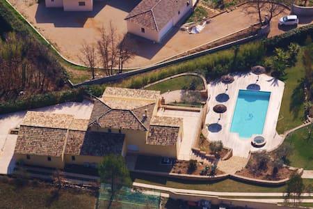 Superbe villa neuve avec piscine - House
