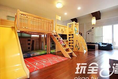 玩具王國8人親子房(台灣知名的溜滑梯民宿-兒童王國親子民宿) - House