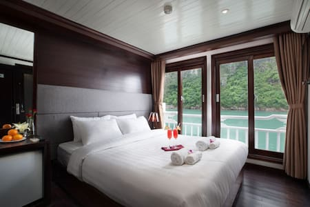 Stellar Ha Long Bay 2 days 1 night - Bồ Đề - Boot