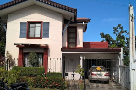 Feel at home-3 beds/toilets - City of Balanga - Casa
