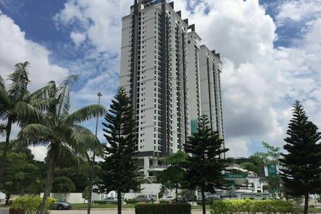 Sky Loft Premium | Bukit Indah | Double Bedroom - Johor Bahru - Condominium