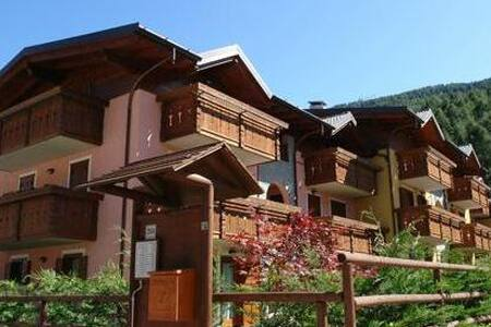 Aprica 3 rooms 6 beds and garage - San Pietro