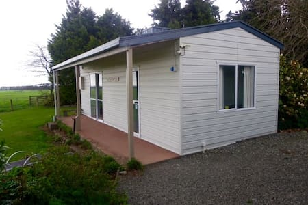 Two bedroom sleep out with a magnificent view! - Methven