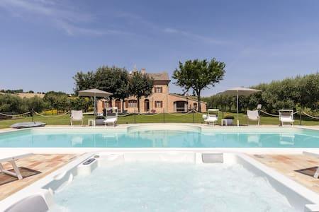 Villa Pedossa, Your Country Escape w/pool jacuzzi - Trecastelli