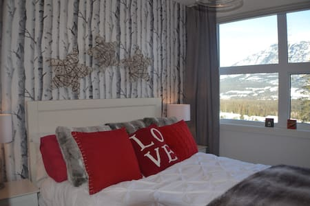 Beautiful mountain home from home - Canmore - Appartement