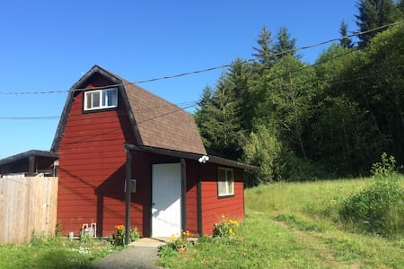Cozy Country Cabin Close to Town - Arcata