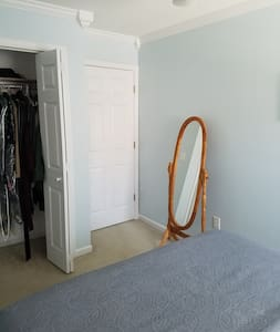 Cozy, comfortable and convient townhouse guestroom - Summerville - Casa a schiera