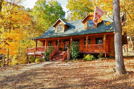 Paint Creek Log Cabin with Hot Tub Jacuzzi - Harpers Ferry