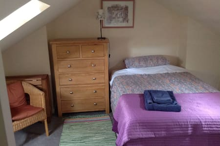 Attic room in city centre  - Casa