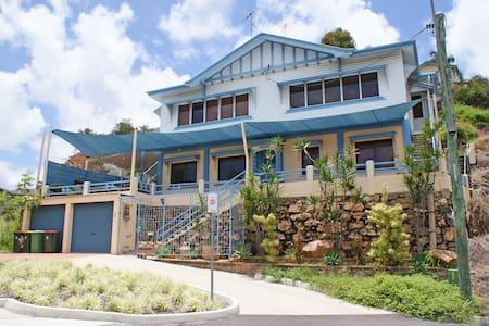 Edgecliff Apartments - Ocean & Island Views! - House