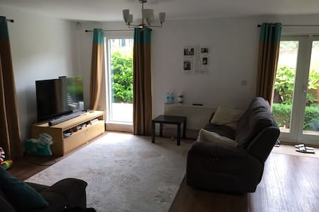 Lovely Entire House in heart of Harlow - Harlow