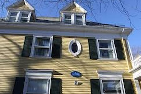 Harvard Square Bedroom Available - Ev