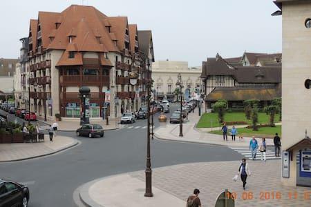 Appart 63 m² et garage centre face jardin Normandy - Deauville