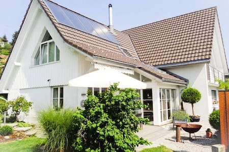 Zimmer 2 in Haus an ruhiger Lage - House