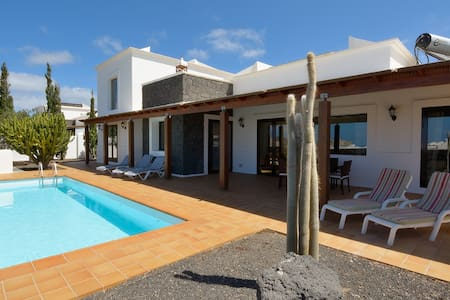 Villa with pool in heart of Yaiza - Yaiza