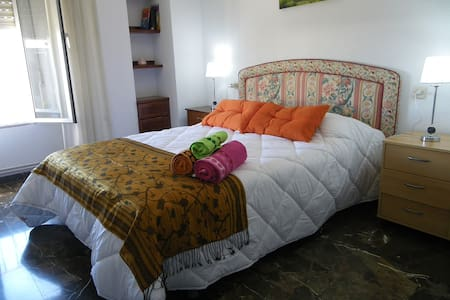 Roomy aprtament close to BusStation - Wohnung