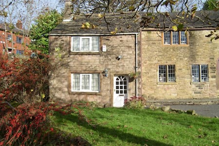 Hathershaw Hall Cottage - Talo