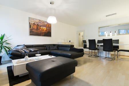 Sonnige, moderne Wohnung in Monheim - Apartamento
