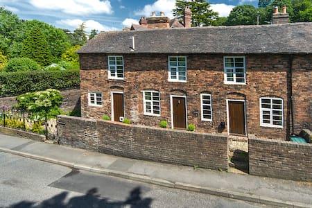 Carpenters Row - Ironbridge - House