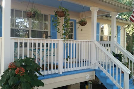 Beach Room at Paula's Place - Robertsdale