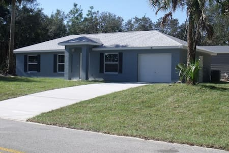 New Home on Crystal River Golf Course! - House