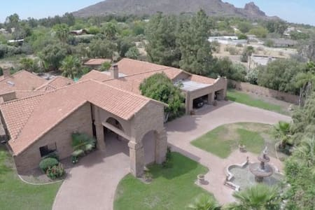 The Brick Mansion in Paradise Valley (heated pool - House